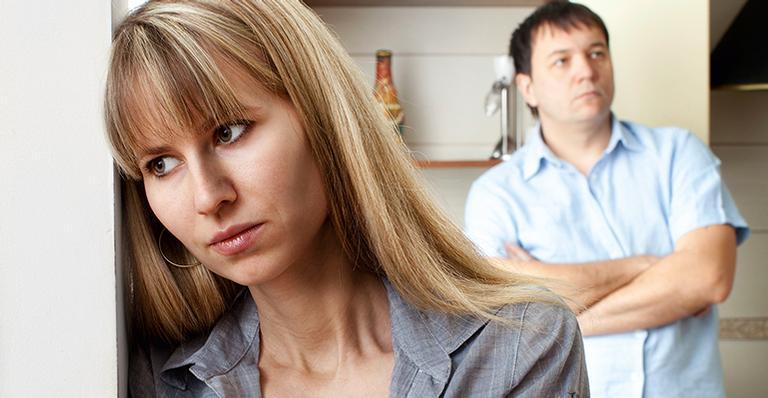 O afastamento físico e emocional entre o casal pode levar ao fim da relação. Não sejam pegos de surpresa!