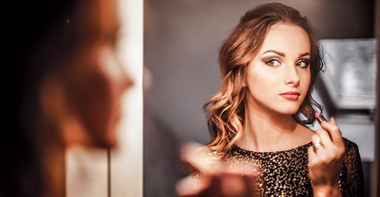 Cuidado com a maquiagem vencida! | <i>Crédito: Shutterstock