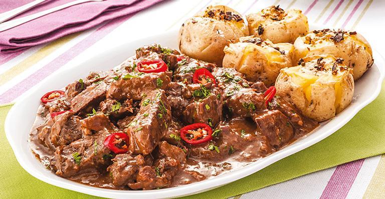 Receita de Carne ao molho de cebola com batata