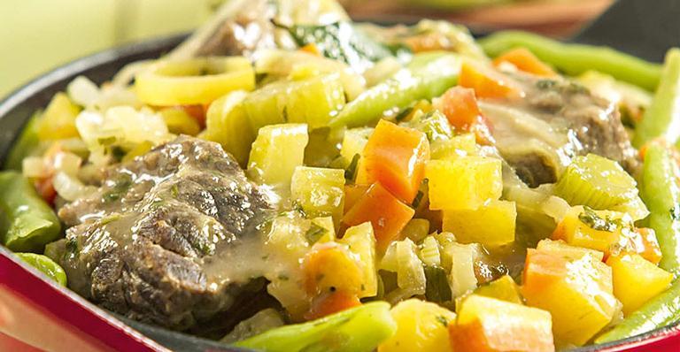 Receita de Ensopado de carne com legumes