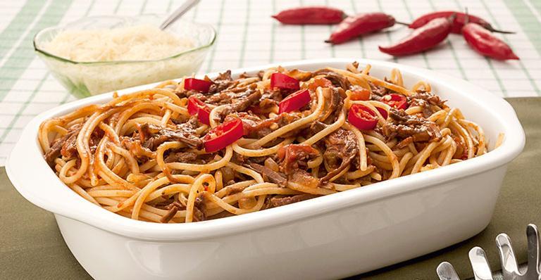 Espaguete com carne picante