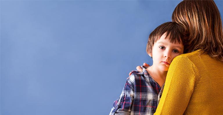 O desenvolvimento antes da hora pode, sim, causar problemas físicos e emocionais na criança. Saiba os motivos, quando procurar o médico e o tratamento ideal