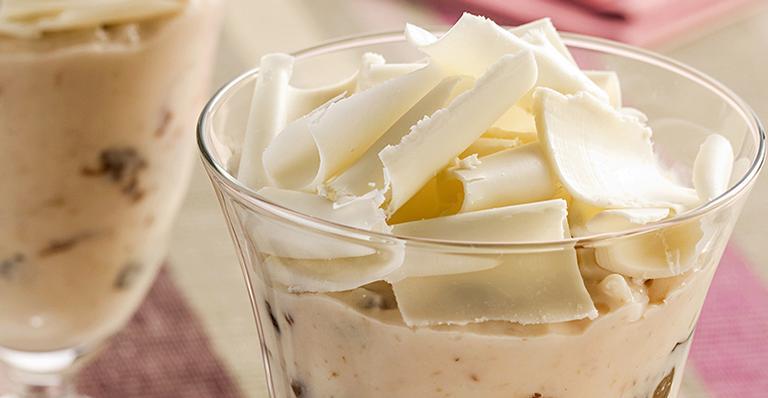 Receita de Pudim de chocolate branco com ameixa