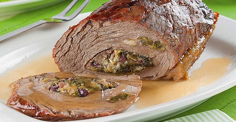 Receita de Carne assada recheada com escarola e queijo