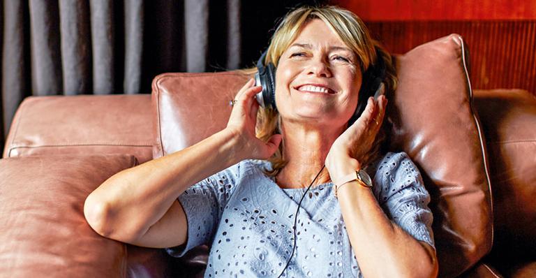 """""""Escutar música alta prejudica mesmo a audição?"""""""