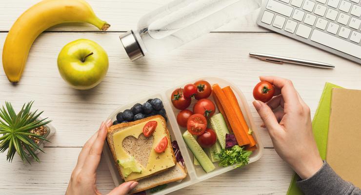 Mantenha o foco na dieta também fora de casa.