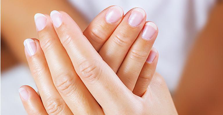 Unhas enfraquecidas podem ser sinal de carência de zinco e Vitamina D