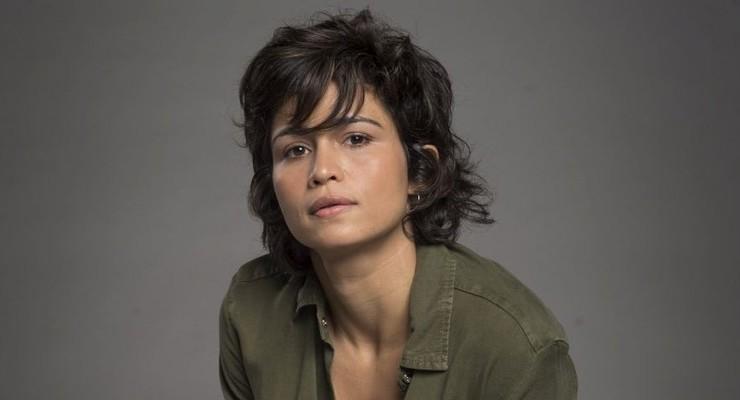 Nanda Costa com o visual de Maura em 'Segundo Sol'
