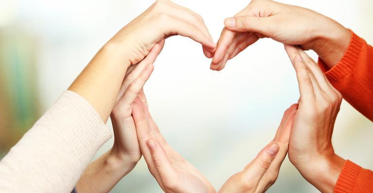 A ideia do Dia Mundial da Gentileza surgiu depois que diversos grupos se reuniram em Tóquio, no Japão, em 1996