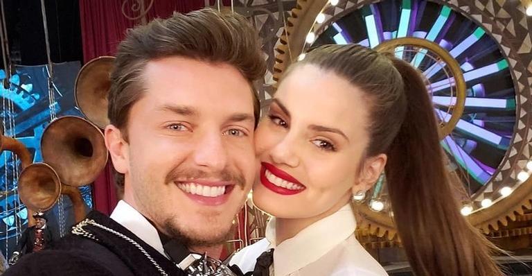 O casal de atores Klebber Toledo e Camila Queiroz