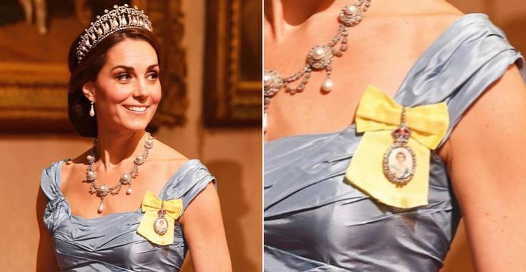 """A peça tem diamantes em seu entorno e é conhecido como """"Ordem da Família Real"""""""