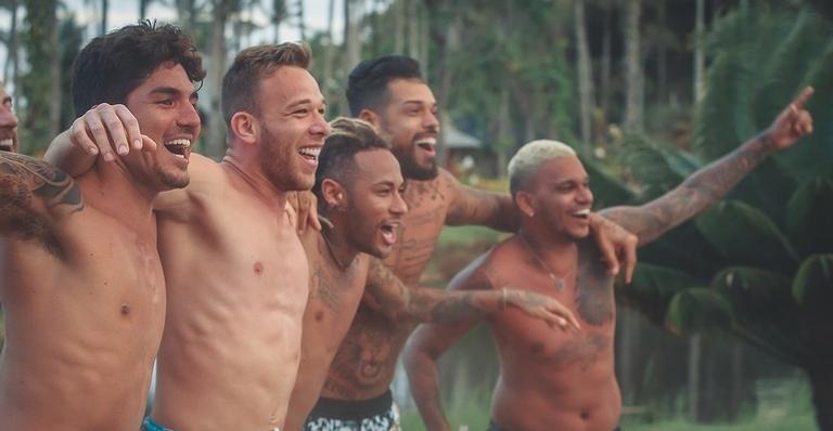 Neymar Jr. está curtindo a vida com os amigos