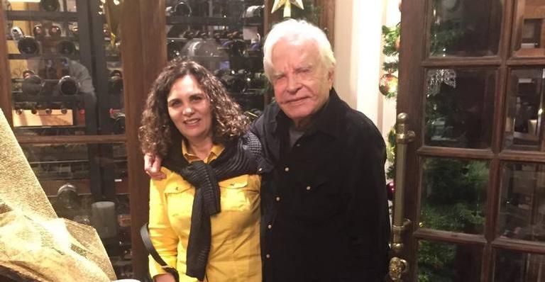 Cid Moreira, 91, e a esposa, Fátima Sampaio, 55.