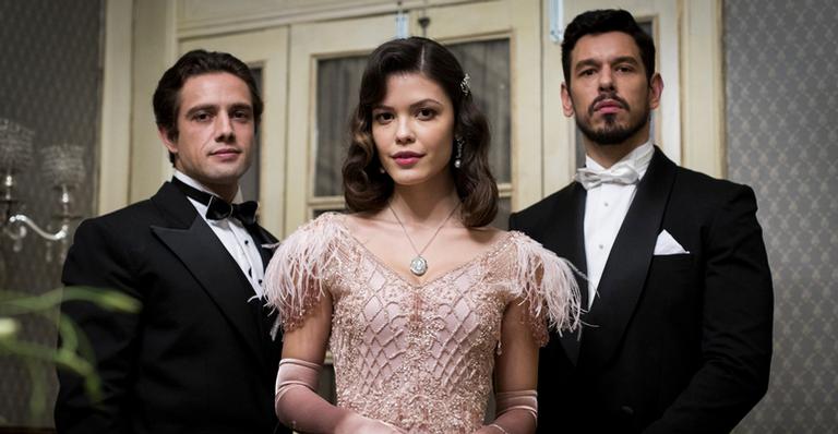 Os protagonistas Rafael Cardoso, Vitória Strada e João Vicente de Castro.