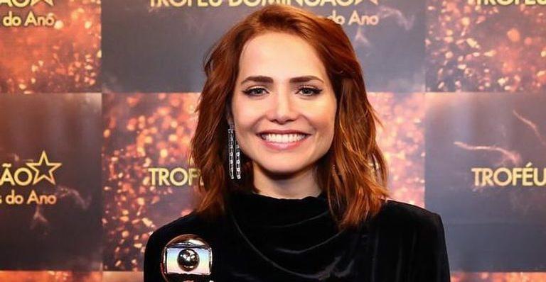 A atriz ganhou o Troféu Melhores do Ano no 'Domingão'.