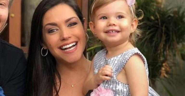 No Instagram Stories, a atriz contou que a filha ficou encantada pela dupla