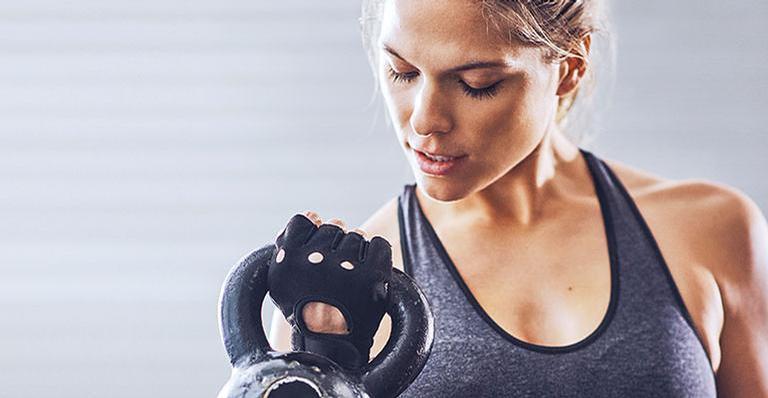 Durante a musculação, o corpo deve estar alinhado
