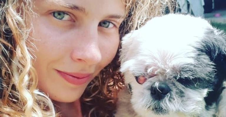 Debby Lagranha e seu cachorro Quinho