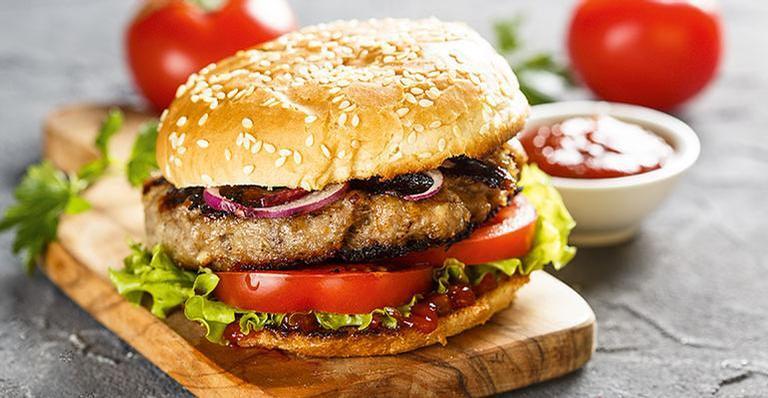Confira como preparar o hambúrguer perfeito e confira receitas especiais