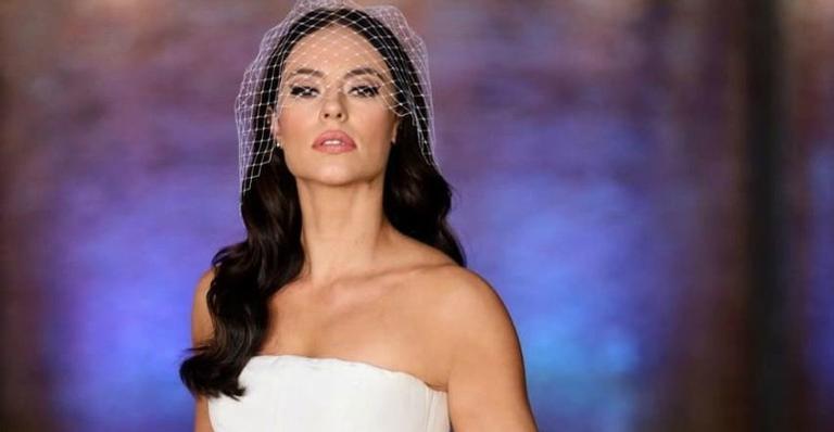 Atriz Paolla Oliveira mostra vestido de noiva sensual de Vivi Guedes