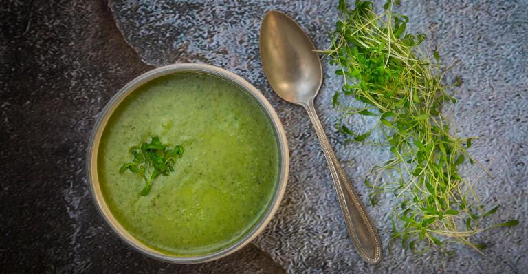 Perca 8 kg com caldo verde detox que ajuda a limpar as toxinas
