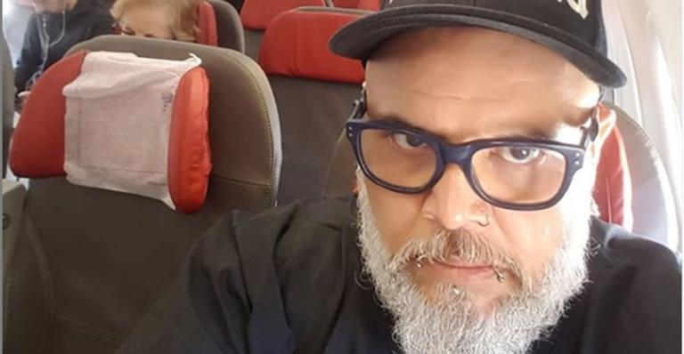 Após ser internado com quadro grave de pneumonia, João Gordo apresenta melhora