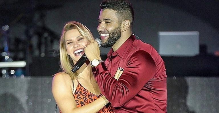 Gusttavo Lima e Andressa Suita se divertem em show.
