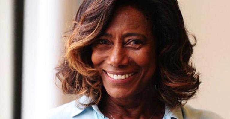 Jornalista Gloria Maria homenageia mãe em aniversário