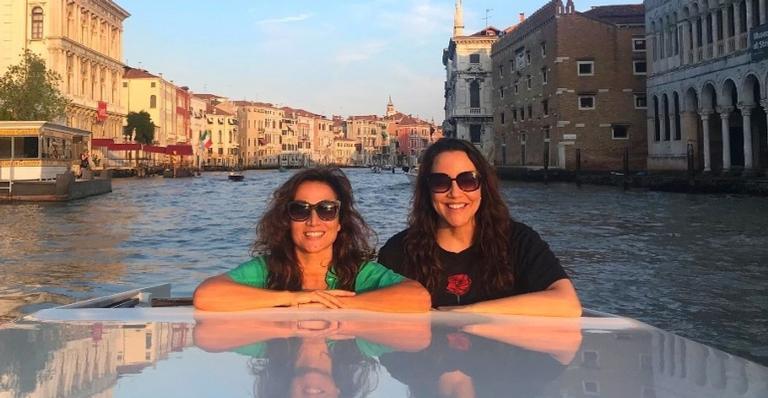 Ana Carolina e sua companheira estão viajando para a Itália e desfrutando cada segundo