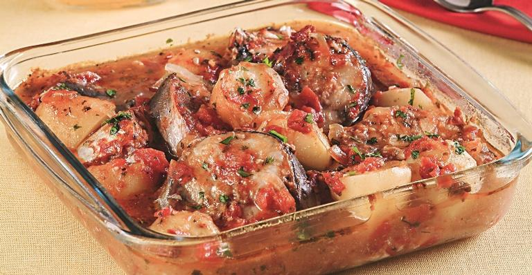 Peixe ao forno; saboreie esta receita tradicional