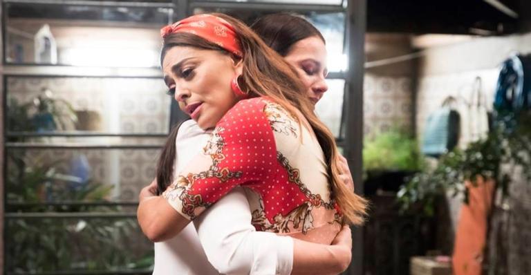 Juliana Paes se emocionou nos bastidores de 'A Dona do Pedaço'