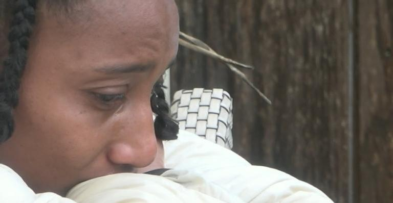 Sabrina chora após Record TV confirmar caso de racismo em 'A Fazenda 11'