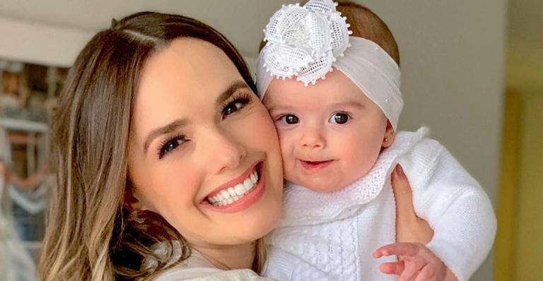 ''Estava acordada há 39 horas'', revela Thaeme Mariôto sobre parto da filha
