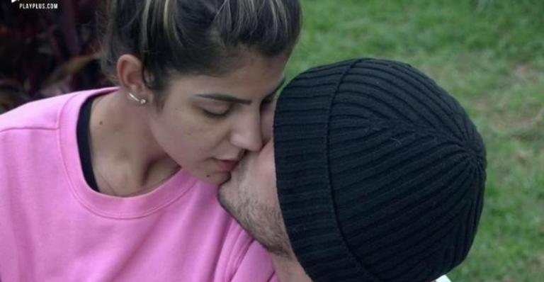 'A Fazenda': Hariany e Lucas voltam a namorar: ''Chega de brigar''