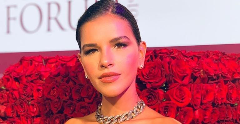 Mariana Rios posa para clique ousado em sua nova casa