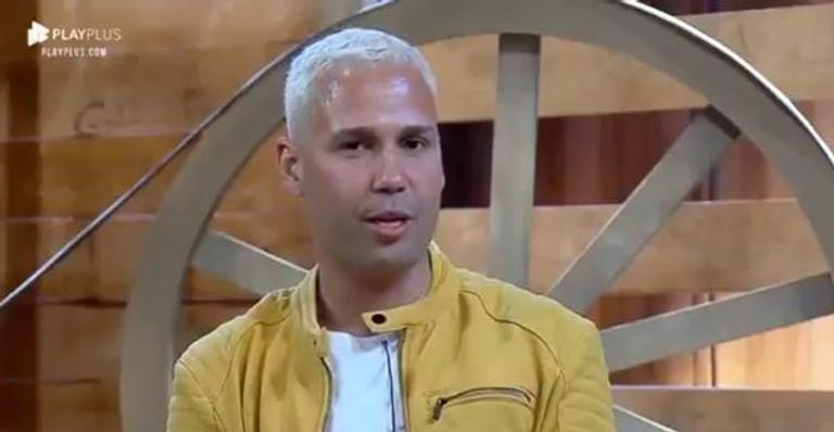 Viny Vieira fica sabendo sobre morte de Gugu após eliminação em 'A Fazenda'
