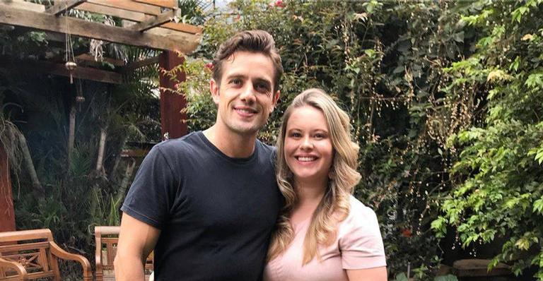 Mari Bridi, esposa de Rafael Cardoso, compartilha clique ao lado da família