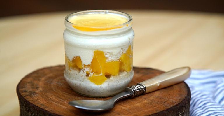 Aprenda a fazer overnight oats para refrescar o verão