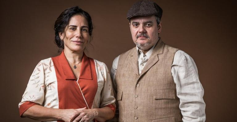 Afonso (Cássio Gabus Mendes) vai beijar Lola (Gloria Pires) em 'Éramos Seis'