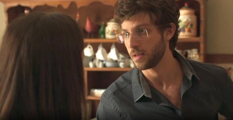 Danilo é interpretado por Chay Suede em 'Éramos Seis'