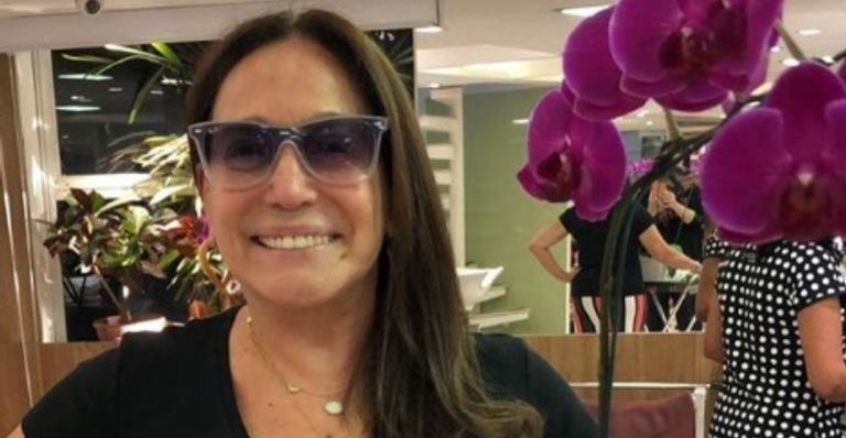 Susana Vieira posa com os netos e beleza impressiona