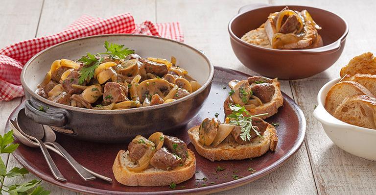 Aposte no Aperitivo de Carne com Champignon e Cebola para entrada