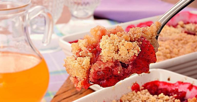 Torta fácil de morango; saboroso e simples de reproduzir