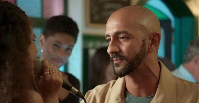 Álvaro monta plano para salvar a imagem em 'Amor de Mãe'