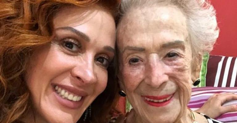 Claudia Raia emociona ao homenagear a mãe, Odette Motta: ''Faz muita falta''