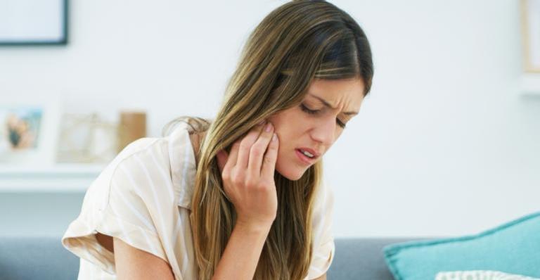 A sensibilidade nos dentes pode aumentar quando está calor?