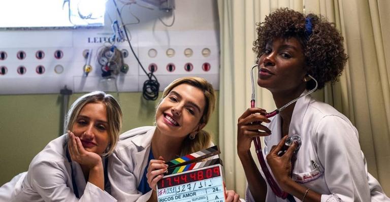 A atriz celebrou o sucesso do longa com registros ao lado de Bruna Griphao e Jeniffer Dias