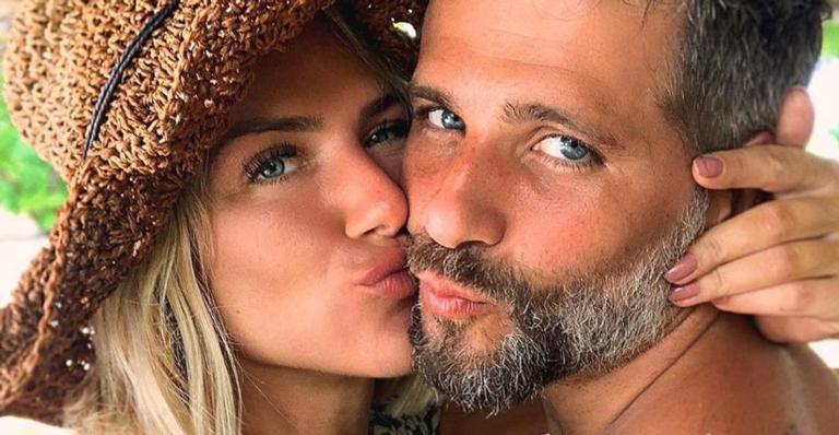 O casal irá vender itens pessoais e o valor será revertido para ONGs