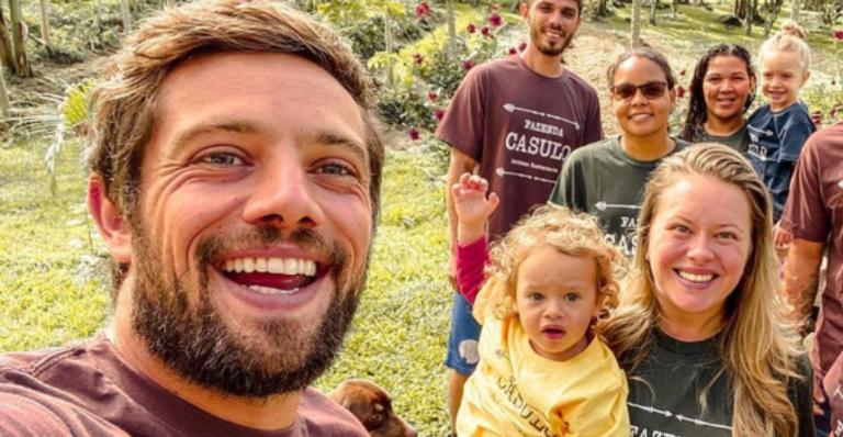O ator compartilhou uma foto ao lado da filha de Sônia Bridi