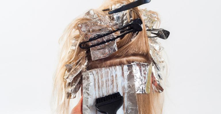 Saiba se os procedimentos químicos feitos no cabelo são capazes de tirar seus nutrientes